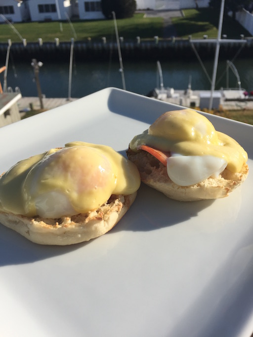 Classic Eggs Benedict to End the Year the Right Way